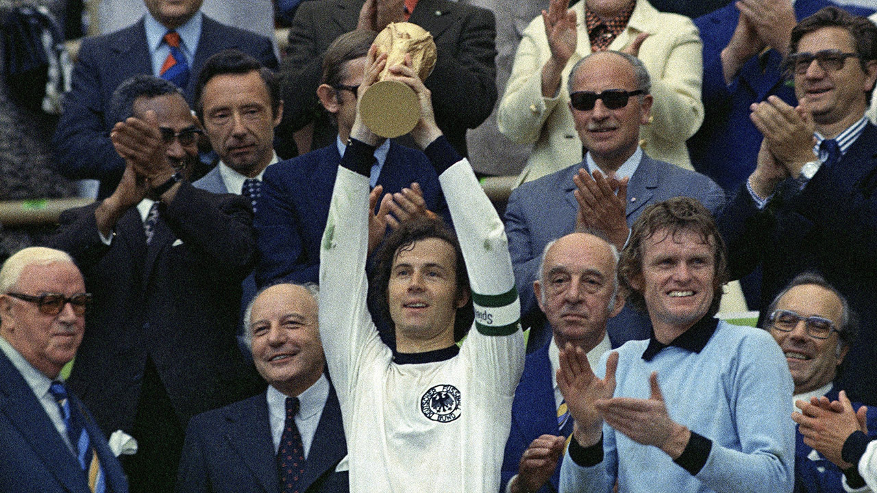 History of the World Cup  1974 – Beckenbauer vs. Cruyff - Sportsnet.ca 85f222df4