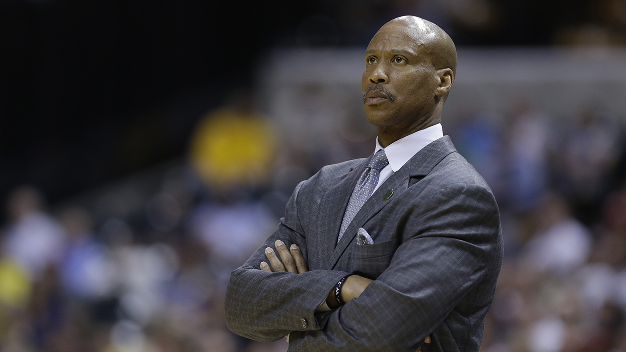 Former Lakers coach Byron Scott loses jewelry watches in heist