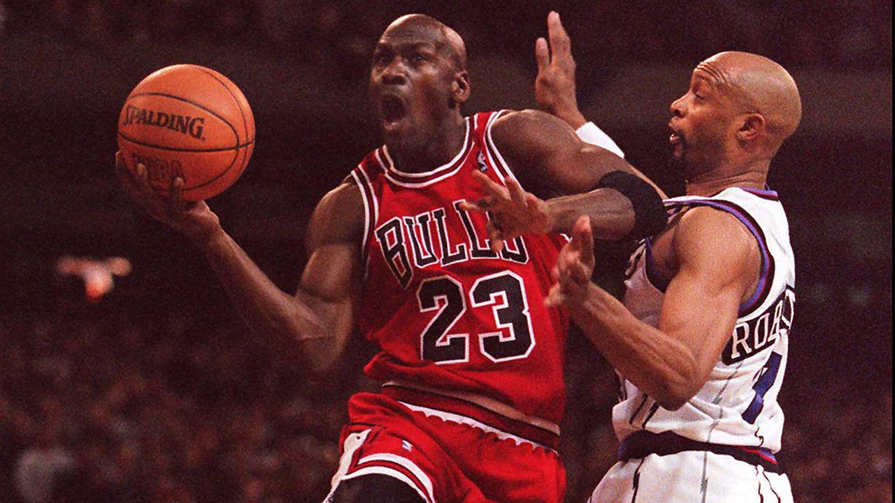 1 on 1 with Isiah Thomas Raptors vs Michael Jordan WNBA in