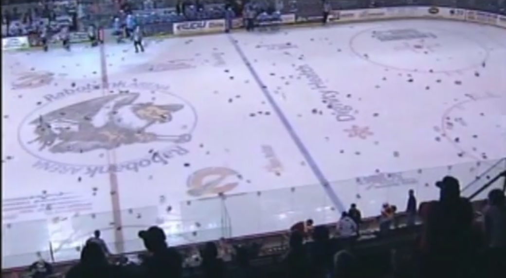 ECHL: Watch 7,670 Pieces Of Underwear Fly During Condor's 'Undie Sunday' Event! (video)