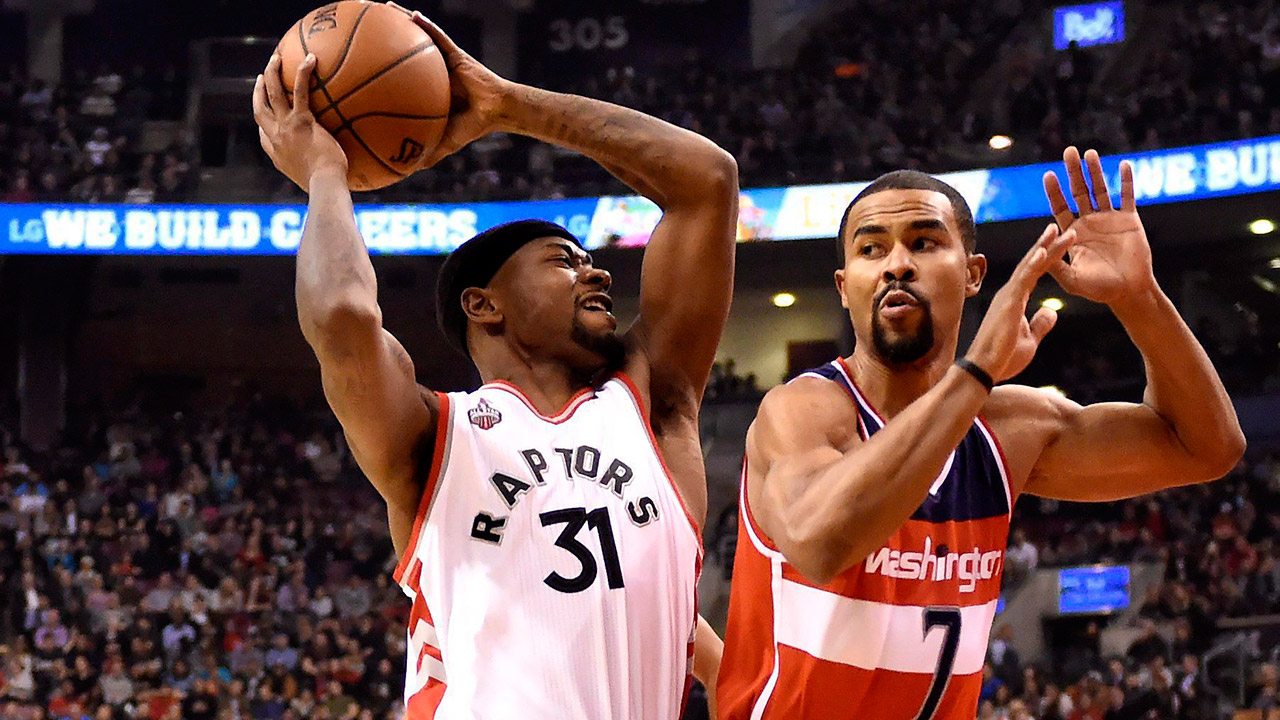 Toronto Raptors' Terrence Ross moves under pressure as Washington Wizards' Ramon Sessions, right, defends. (Frank Gunn/CP)