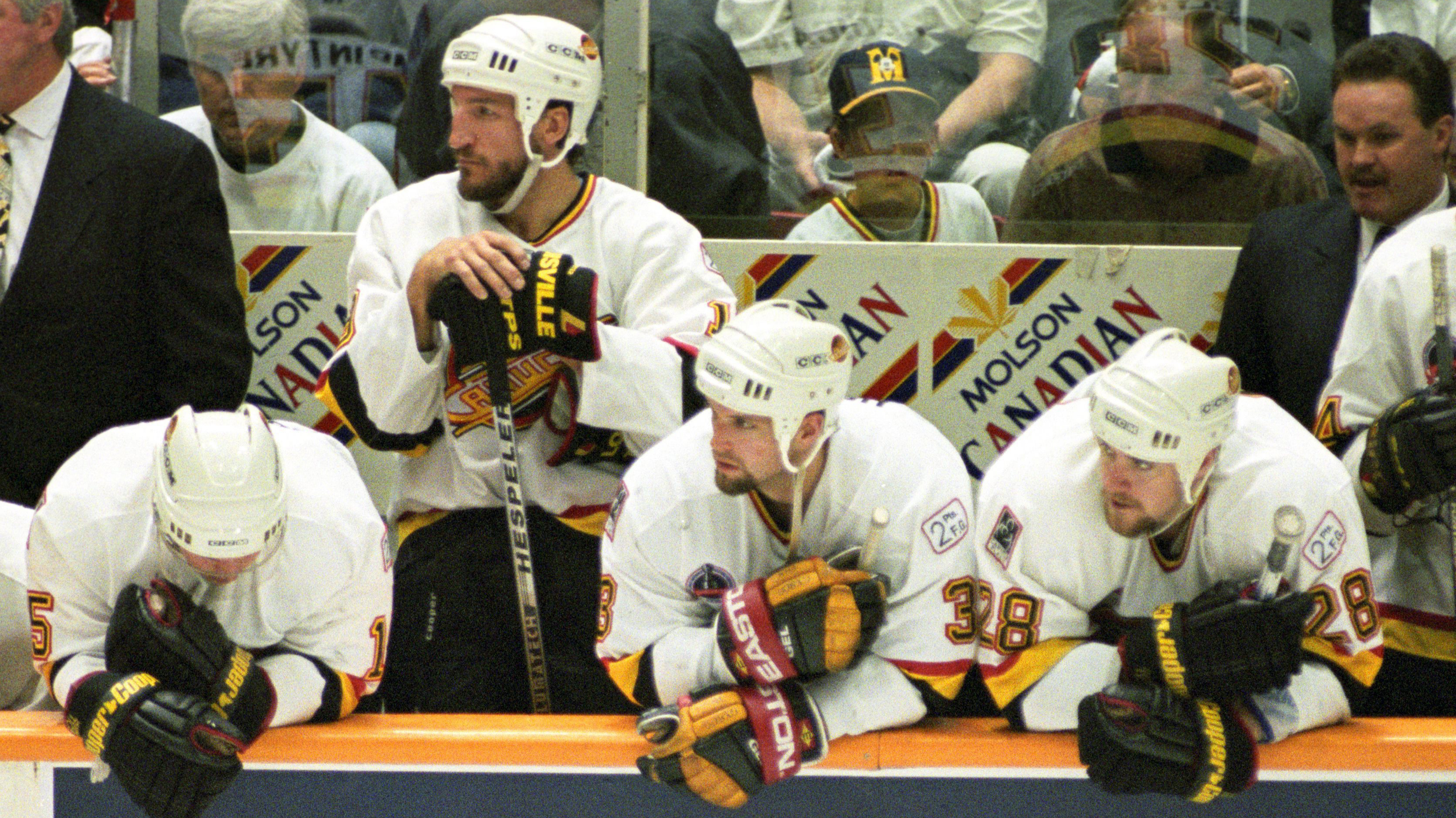 Vancouver Canucks players watch dejectedly as they go down to defeat in the last minutes of the third period of Stanley Cup  action in Vancouver, June 7, 1994. (Tom Hanson/CP)