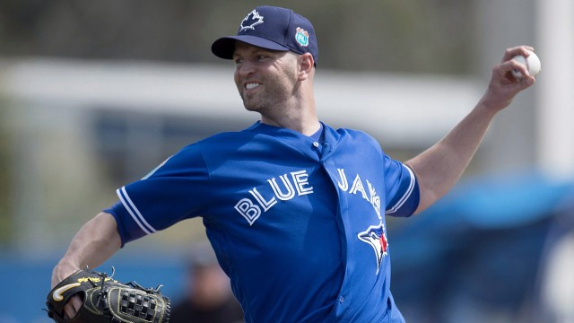 Estrada, Happ offer different examples of free-agent experience