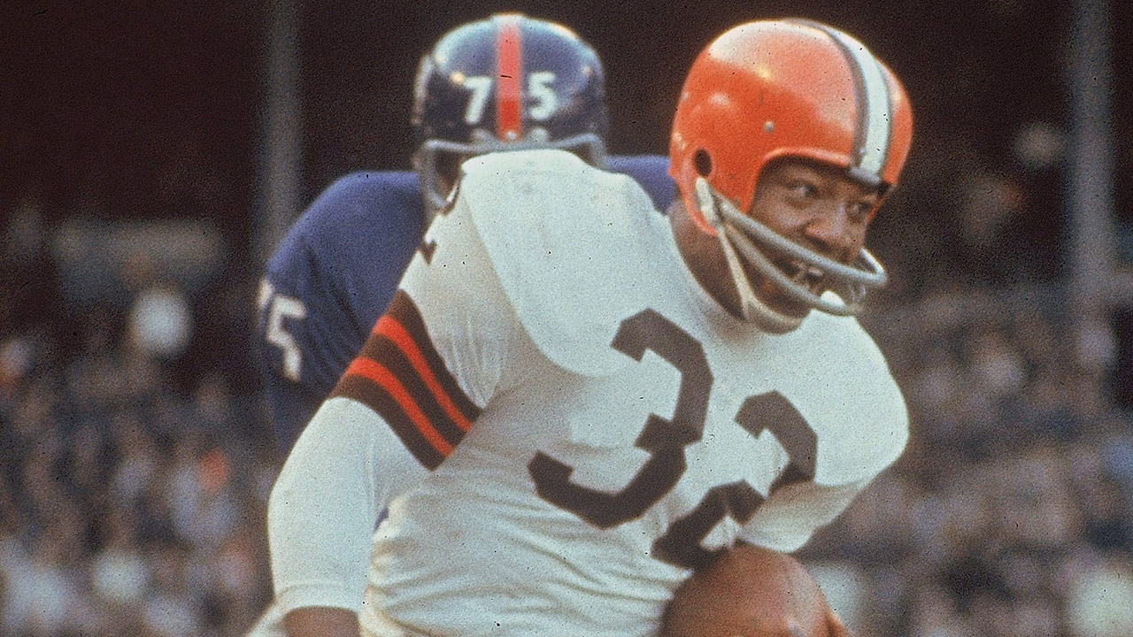 Jim Brown carries the ball during an NFL football game against the New York Giants. (AP)