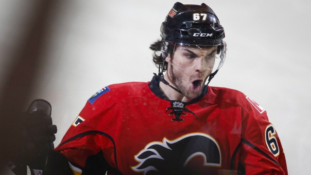 Calgary-Flames'-Michael-Frolik,-from-the-Czech-Republic,-celebrates-his-goal-during-first-period-NHL-hockey-action-against-the-St.-Louis-Blues-in-Calgary,-Monday,-March-14,-2016.THE-CANADIAN-PRESS/Jeff-McIntosh