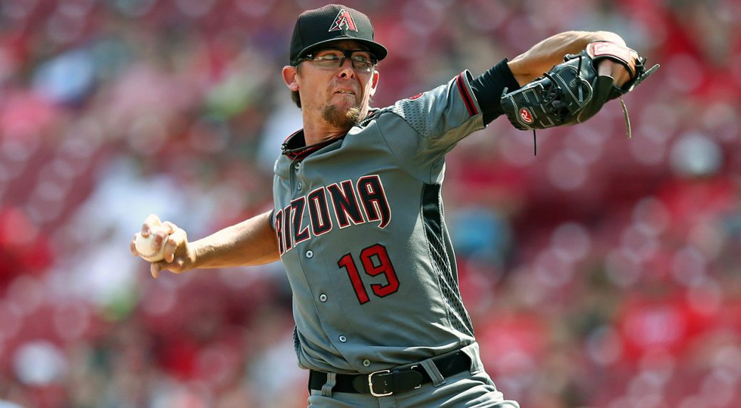 Blue Jays sign right-handed pitcher Tyler Clippard