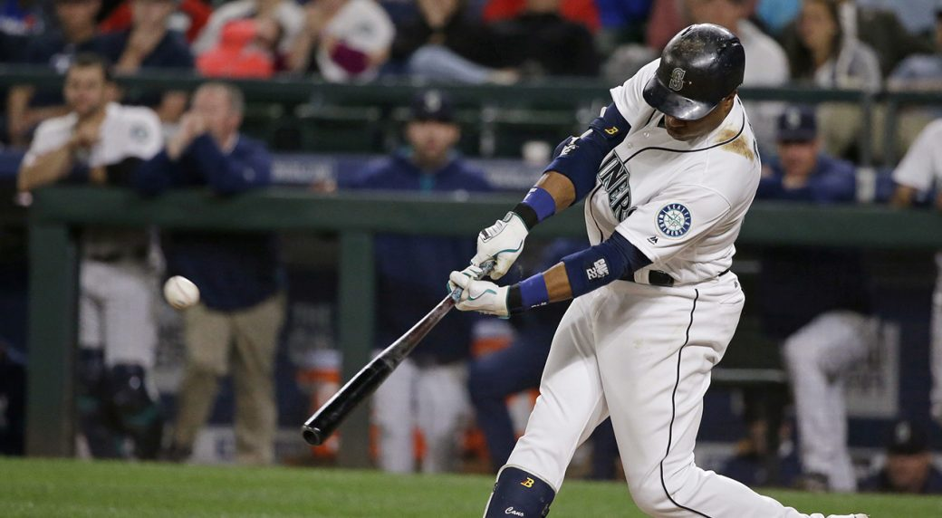 Holt's 11th-inning hit pushes Red Sox over M's