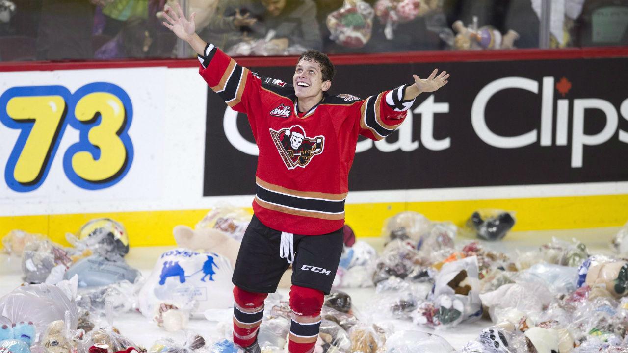 WHL: Hitmen Fans Toss 20,000 Teddy Bears On The Ice