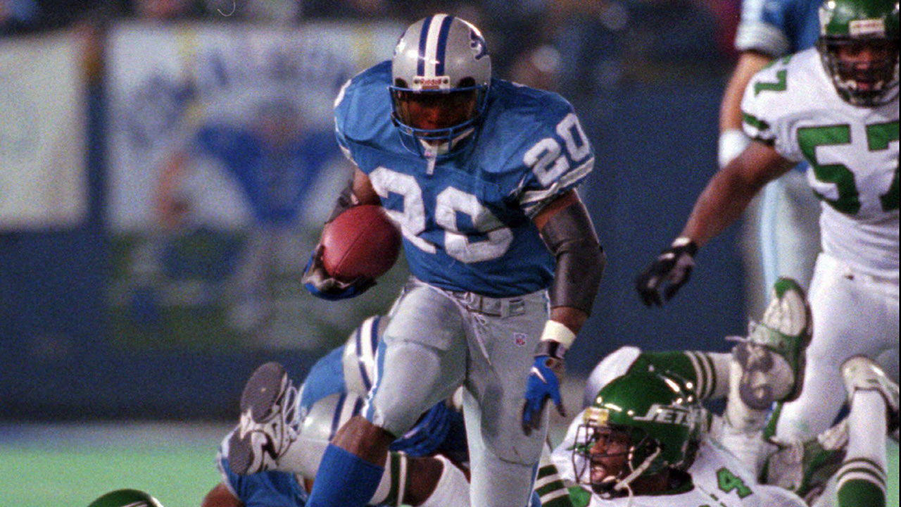 Detroit Lions' running back Barry Sanders escapes a pile of Philadelphia Eagles defenders for a touchdown. (Jeff Kowalsky/AP)