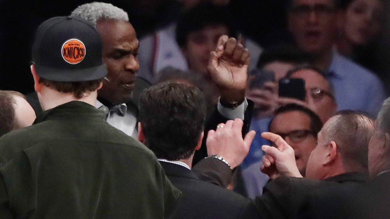 Charles Oakley sues Knicks owners, claiming defamation