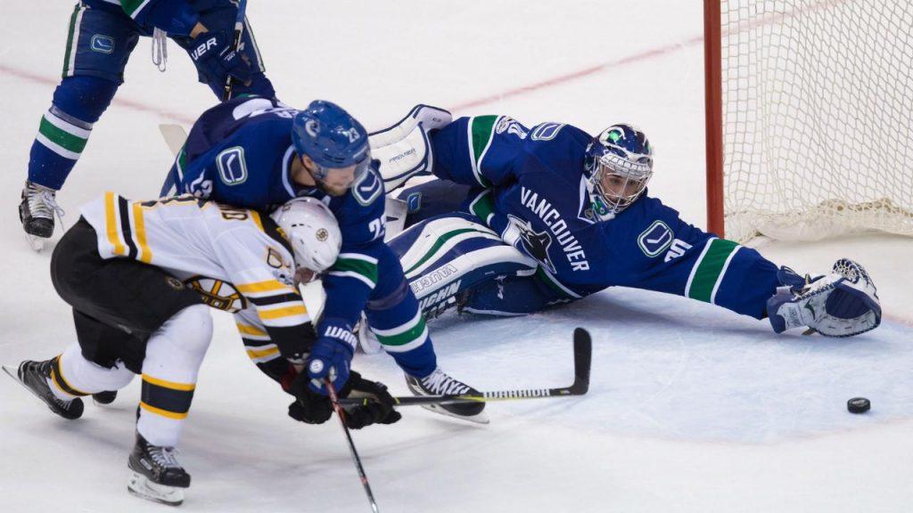 0d51eb6c249 Brad Marchand nets a hat trick as Bruins down Canucks - Sportsnet.ca