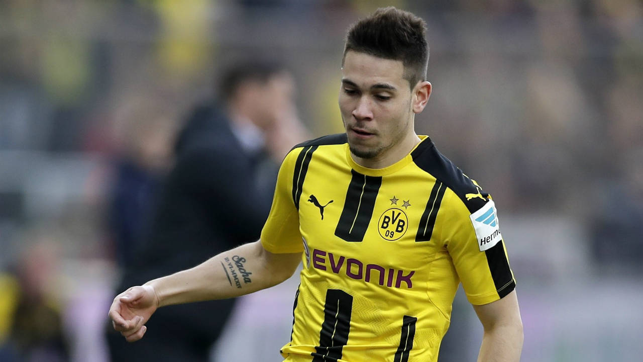 Dortmund s Raphael Guerreiro out 3 4 months with foot injury