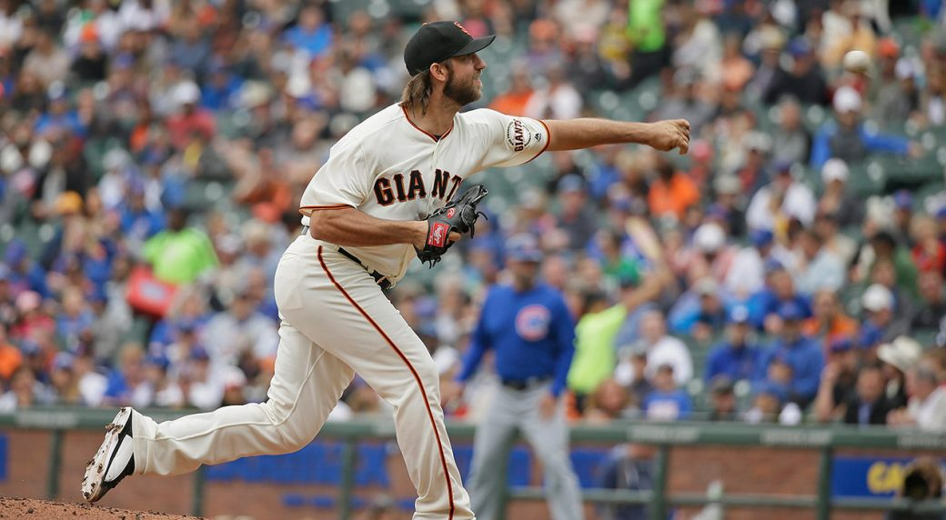 Madison Bumgarner breaks pitching hand when hit by line-drive