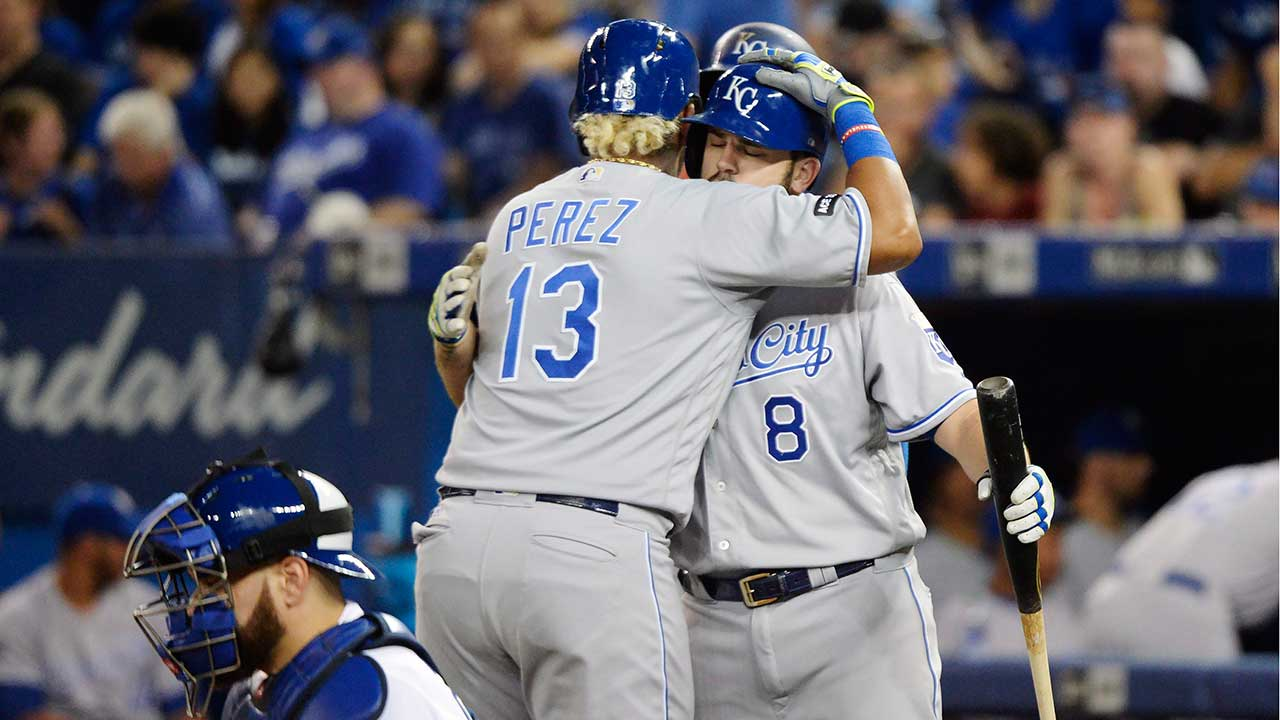 Royals post 8-run 2nd inning in rout of Blue Jays