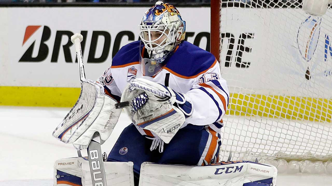 Report: NHL goalies won't have to wear smaller chest protectors
