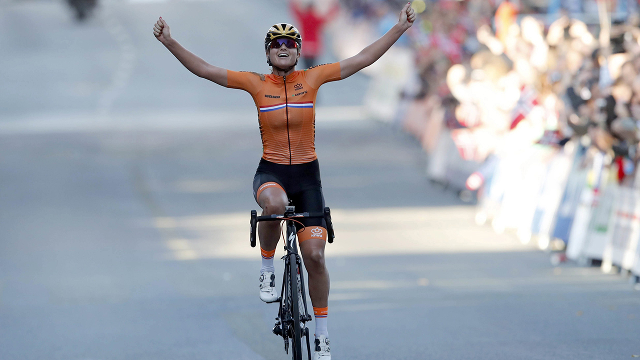 Chantal Blaak gives Dutch another world cycling championship
