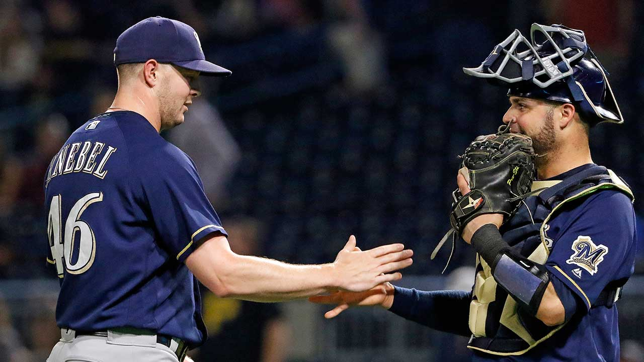 Brewers gain ground in playoff race with win vs. Pirates