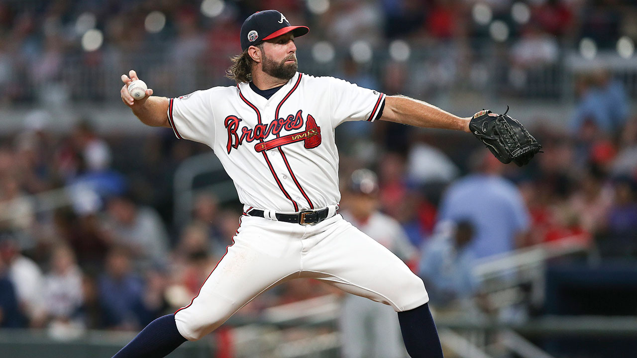 Nationals baffled by R.A. Dickey's knuckleball in Braves' win