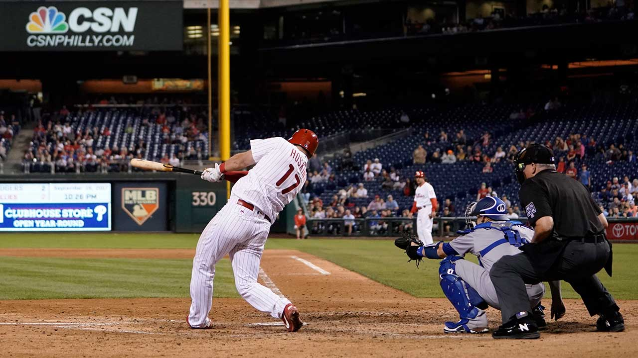 Hoskins comes up clutch to lead Phillies past Dodgers