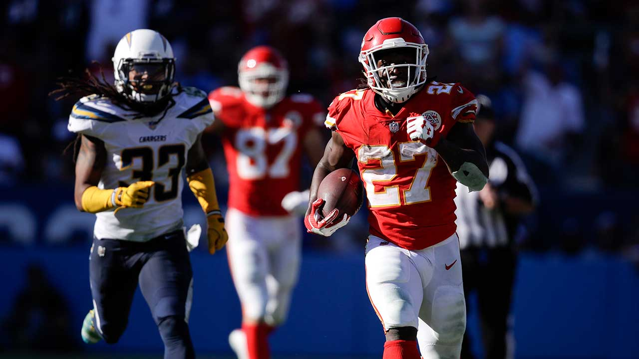 Chiefs stay perfect with win over Chargers