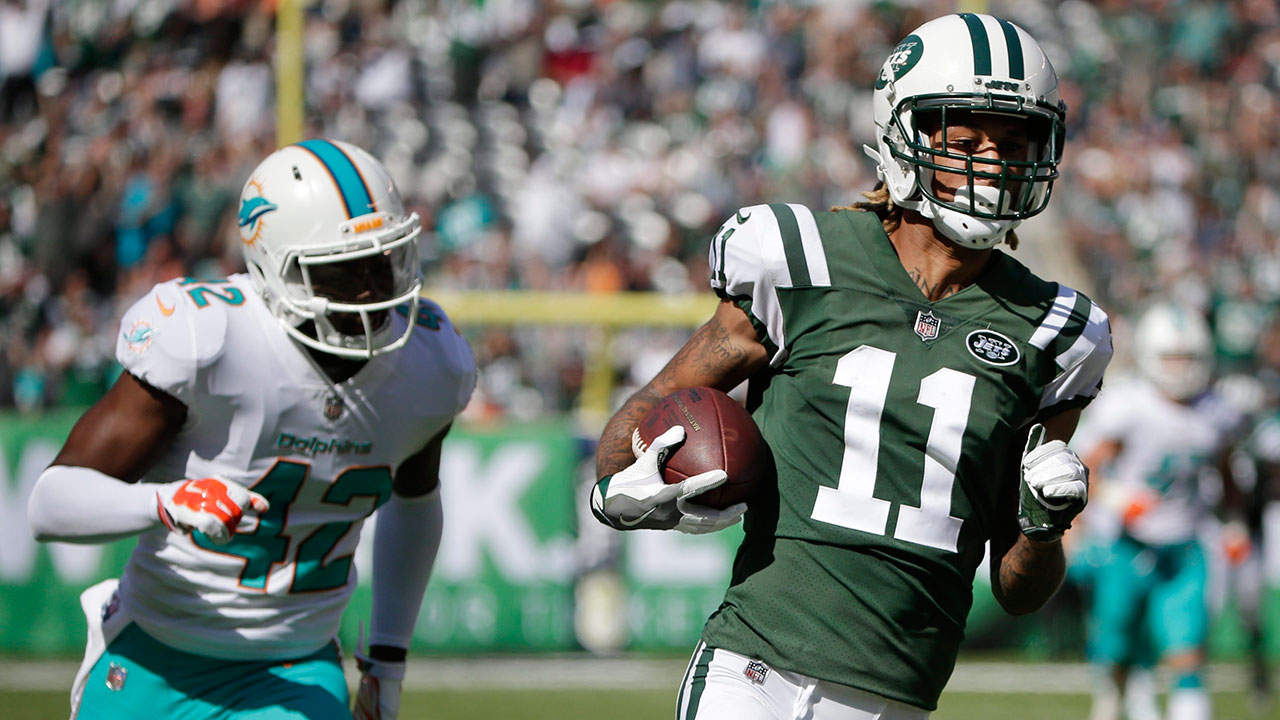 McCown, defence lead Jets to dominant victory over Dolphins