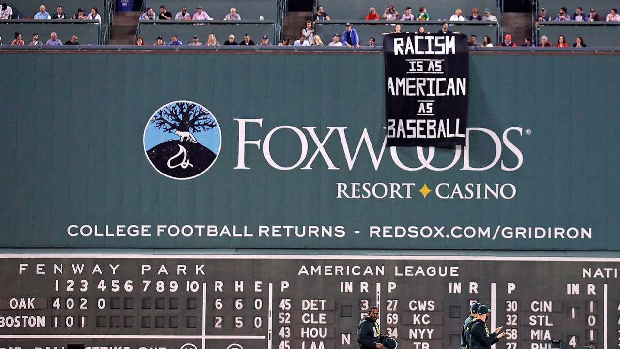 Red Sox: Fans broke rule of no signs hung at Fenway Park