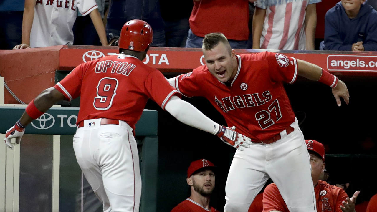 Upton hits 2 HRs, Angels gain in wild-card race, beat Rangers