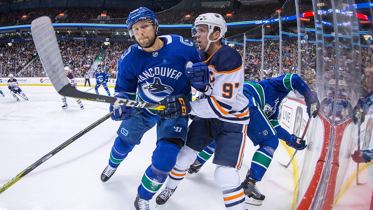 Canucks' Edler out 4-6 weeks with MCL Sprain