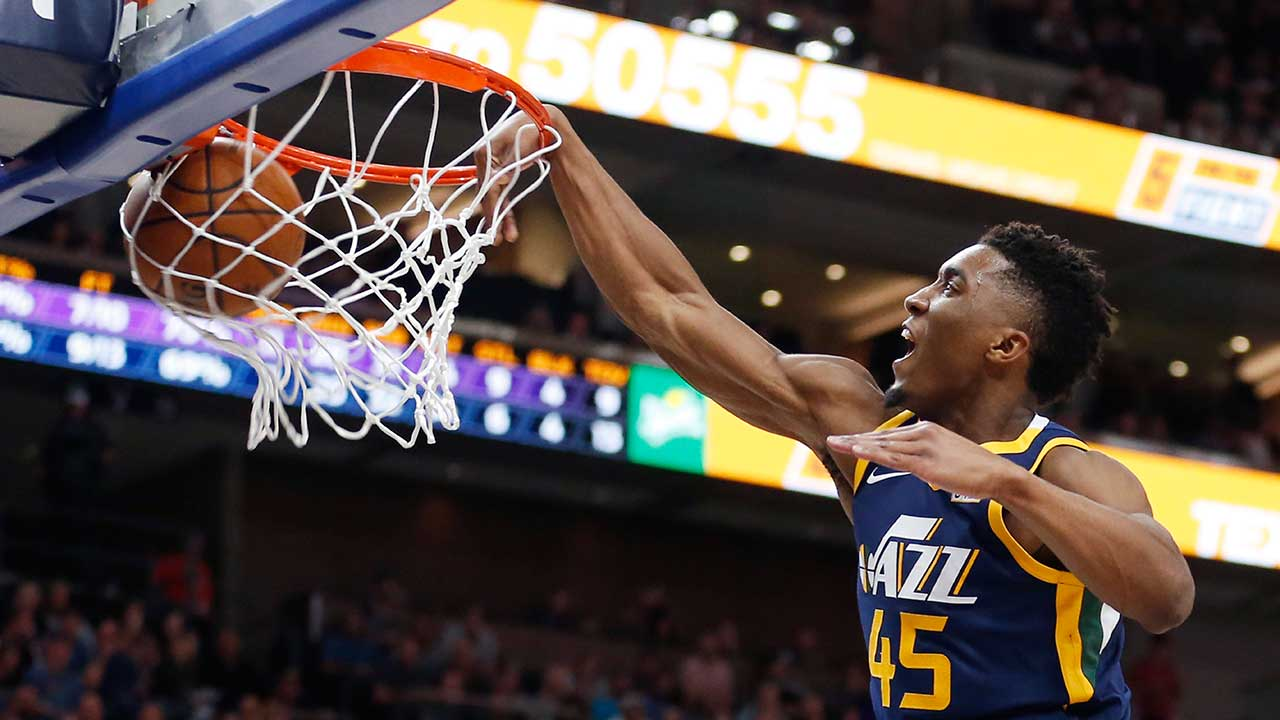Donovan Mitchell Jazz >> Mitchell has career-high 22 in Jazz win over Lakers | 15 Minute News