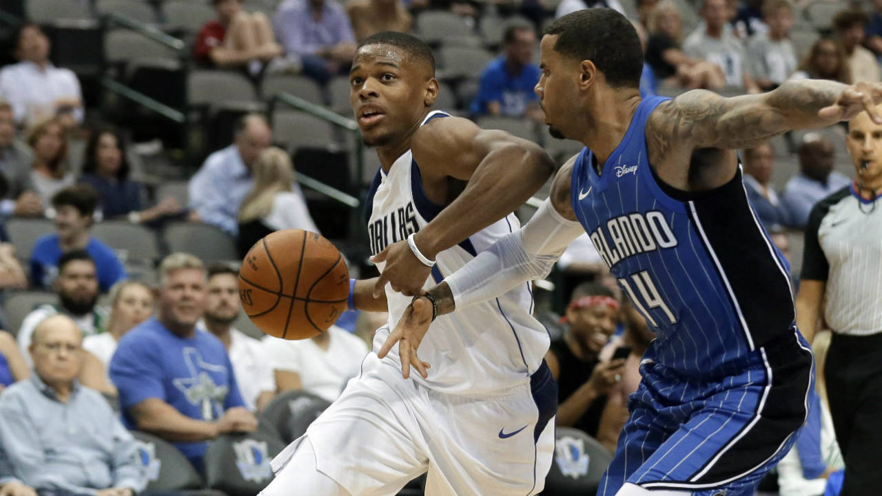 Mavericks guard Dennis Smith Jr. out with knee injury