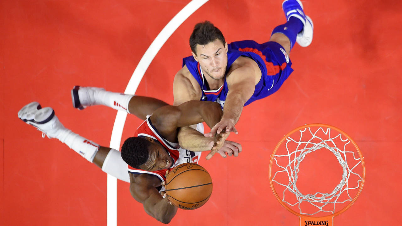Clippers beat Wizards in wild finish with clock goof
