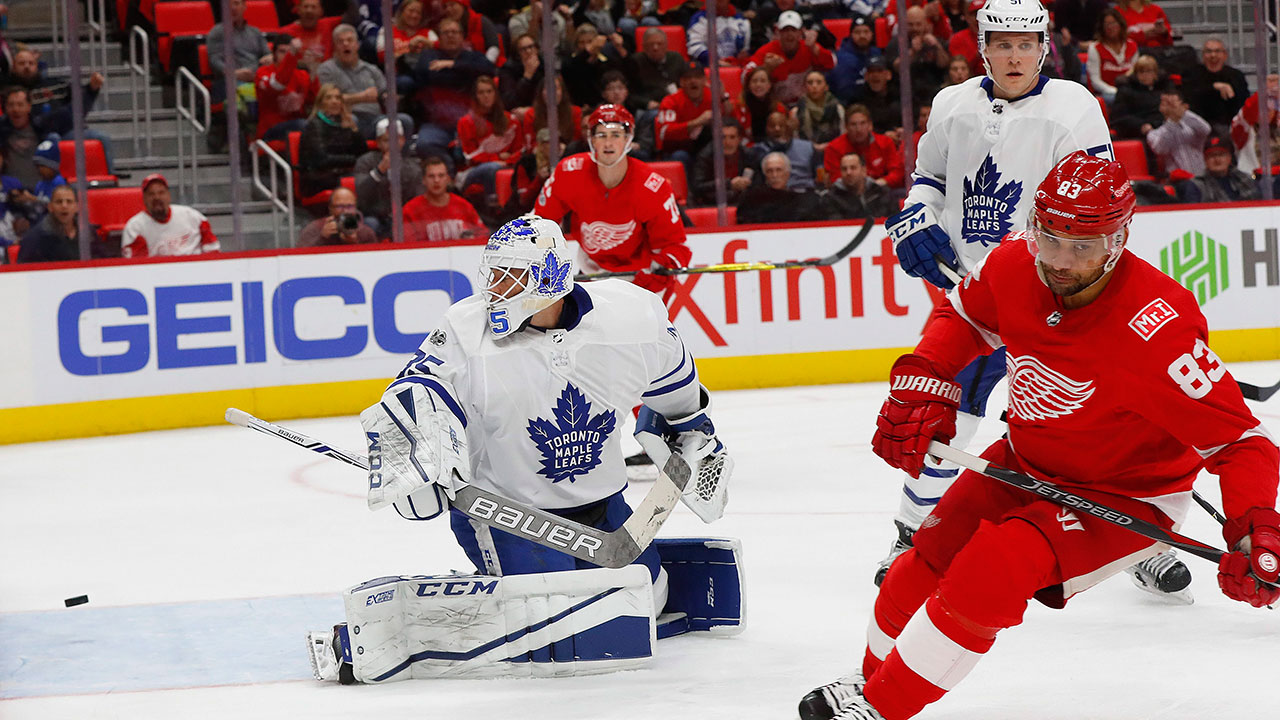 Mcelhinney_curtis_leafs_red_wings
