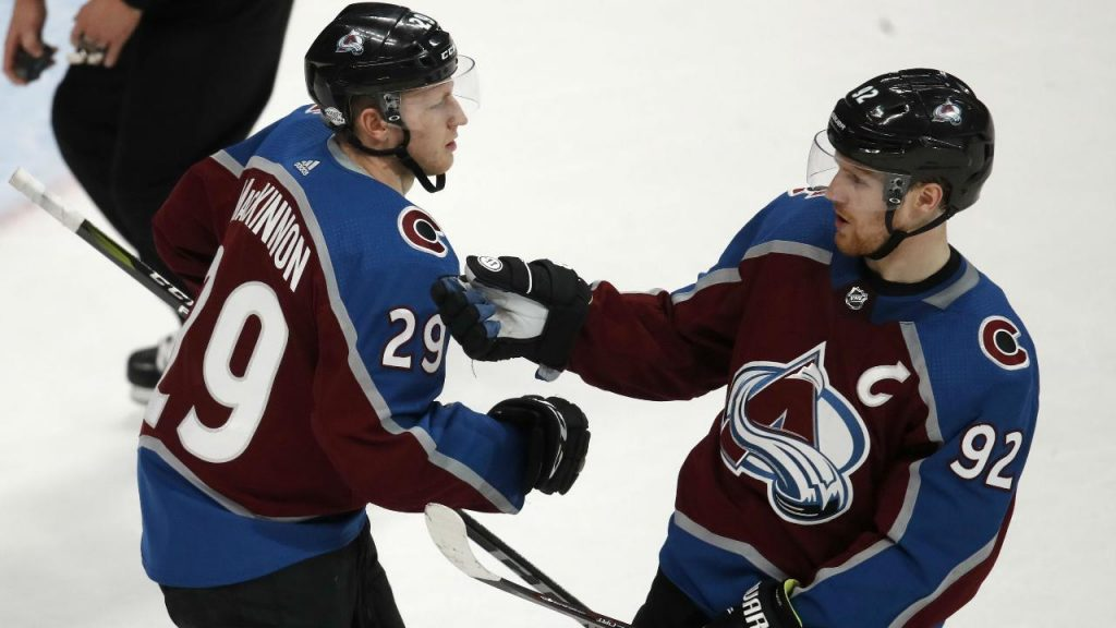 55c1f030528 Nathan MacKinnon scores twice as Avalanche beat Canucks - Sportsnet.ca