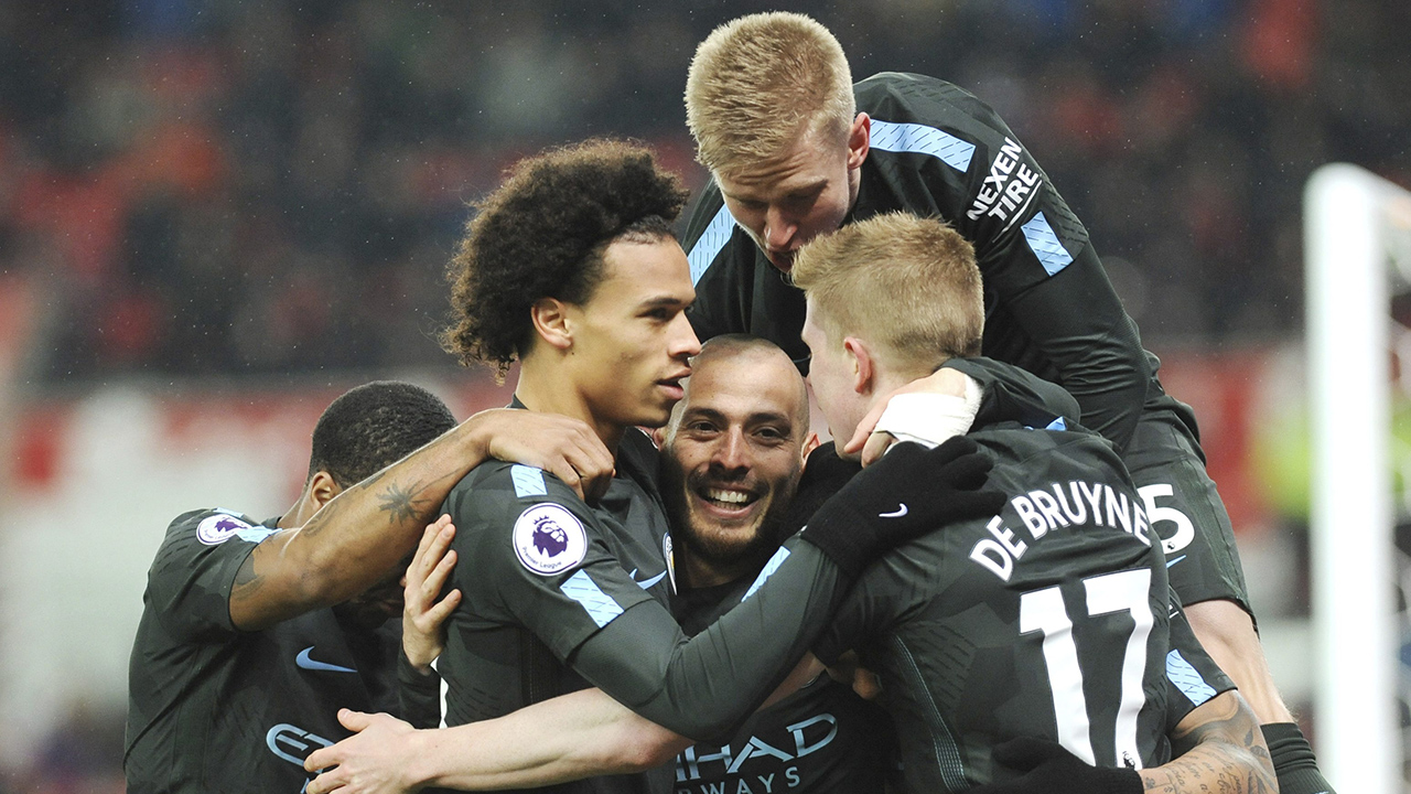David Silva double earns title-chasing Man City win at Stoke
