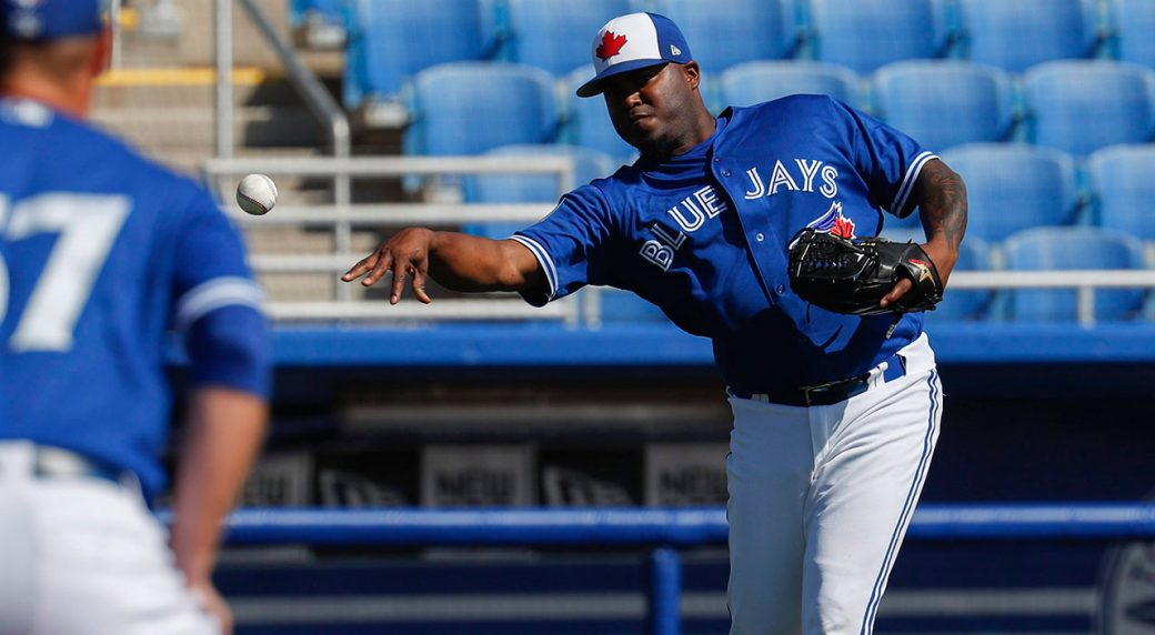 Blue Jays select contracts of right-handers Santos 4b12edea2