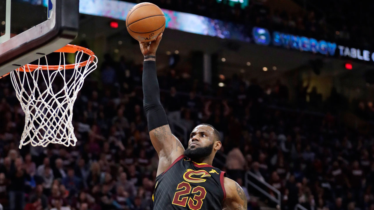e17a796c4b31 LeBron James scores 46