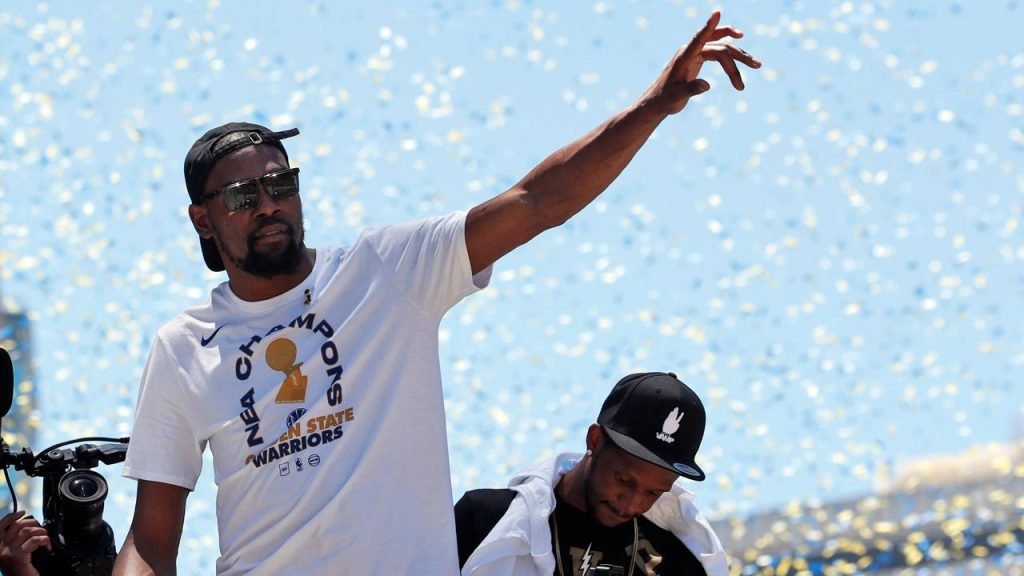 buy popular 69255 4e41b Source  Kevin Durant committing to Warriors short-term - Sportsnet.ca