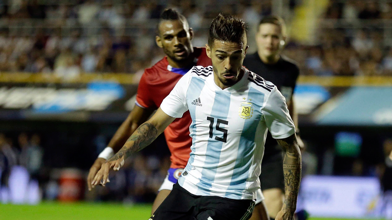Argentina's Lanzini tears knee ligament, out of World Cup