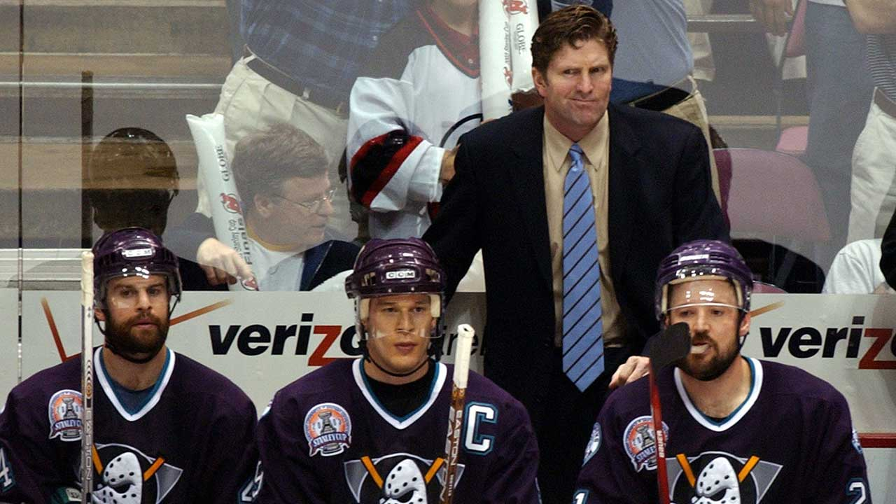 Mike-babcock-on-the-bench-with-the-ducks