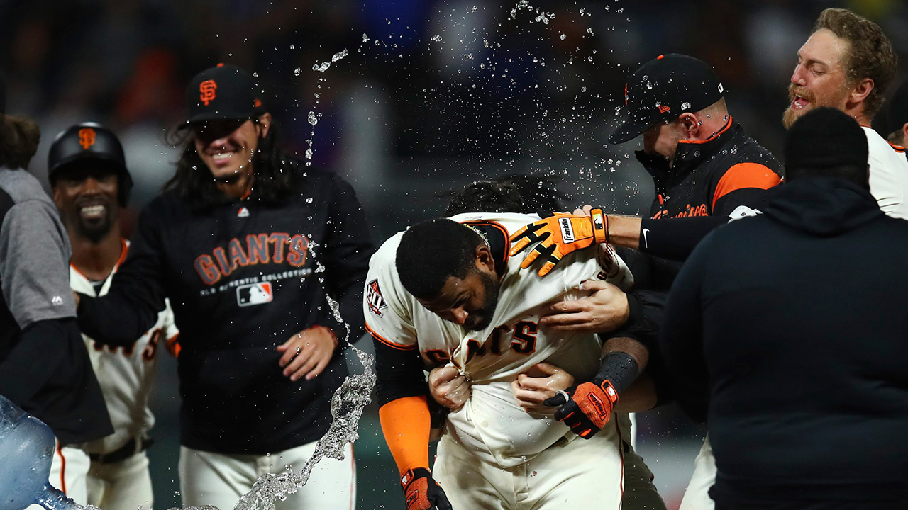 Sandoval drives home winning run as Giants beat Cubs in 11th