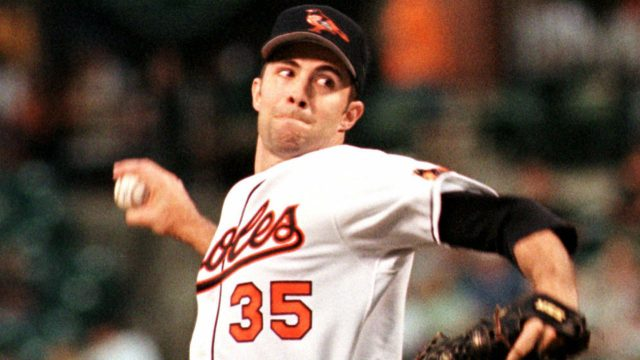 Baltimore-Orioles-starter-Mike-Mussina-delivers-a-pitch-against-the-Kansas-City-Royals-Monday,-Aug.-21,-2000,-at-Camden-Yards-in-Baltimore.