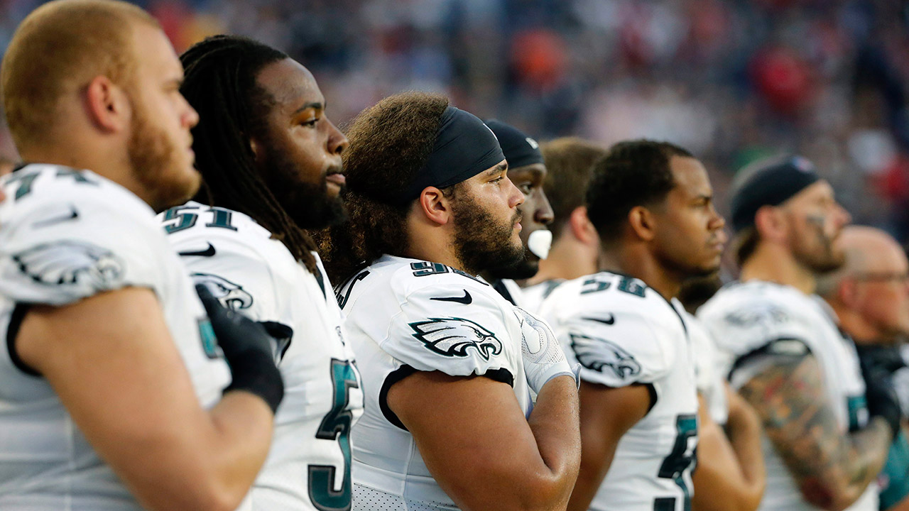 Three Eagles stay off field for anthem before Super Bowl rematch