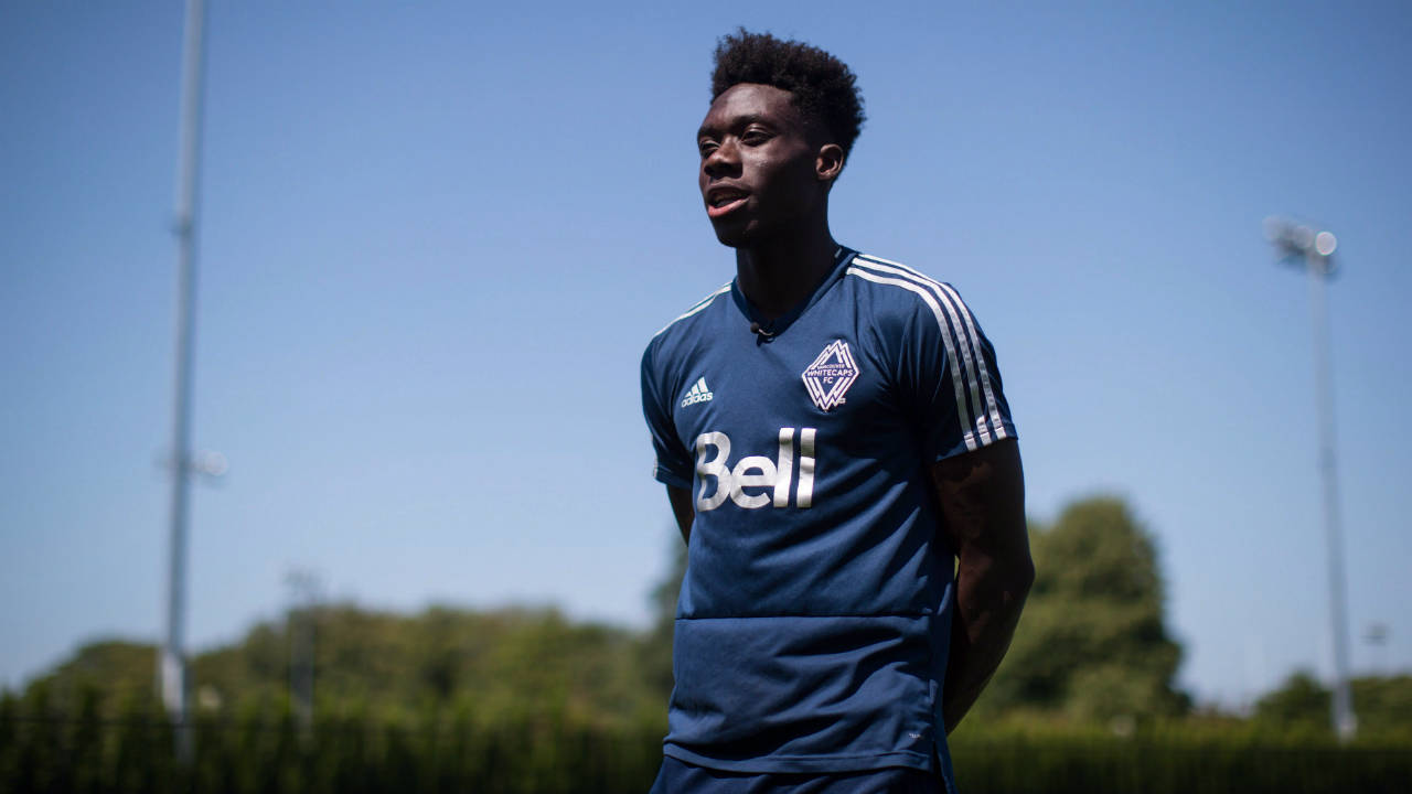Little attention given as Alphonso Davies arrives in Toronto