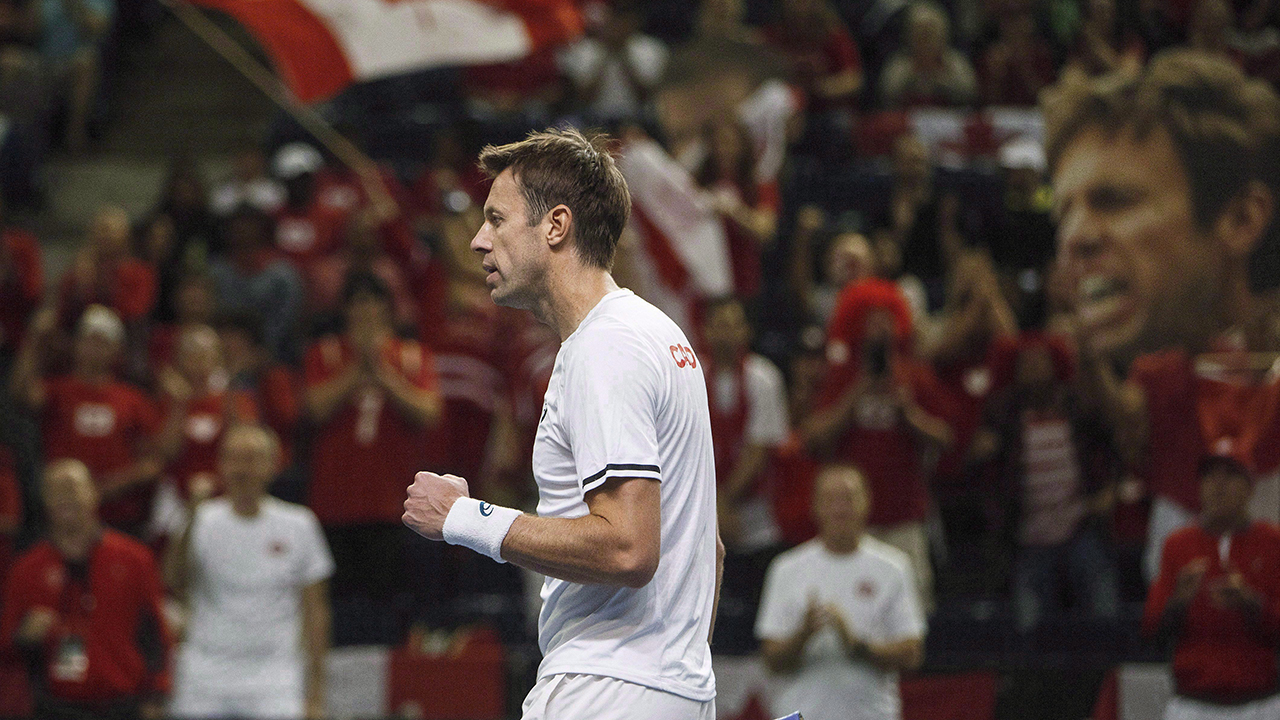 Canada's Daniel Nestor ends Davis Cup career with loss to the Netherlands