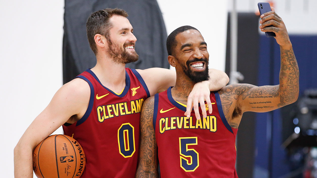 Nba-cavaliers-love-and-smith-pose-at-media-day