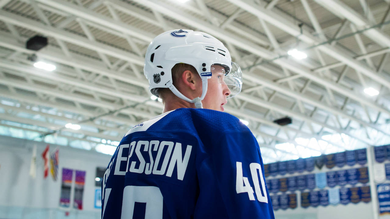 585cc424dc9 Canucks' Elias Pettersson dazzles fans in pre-season debut ...