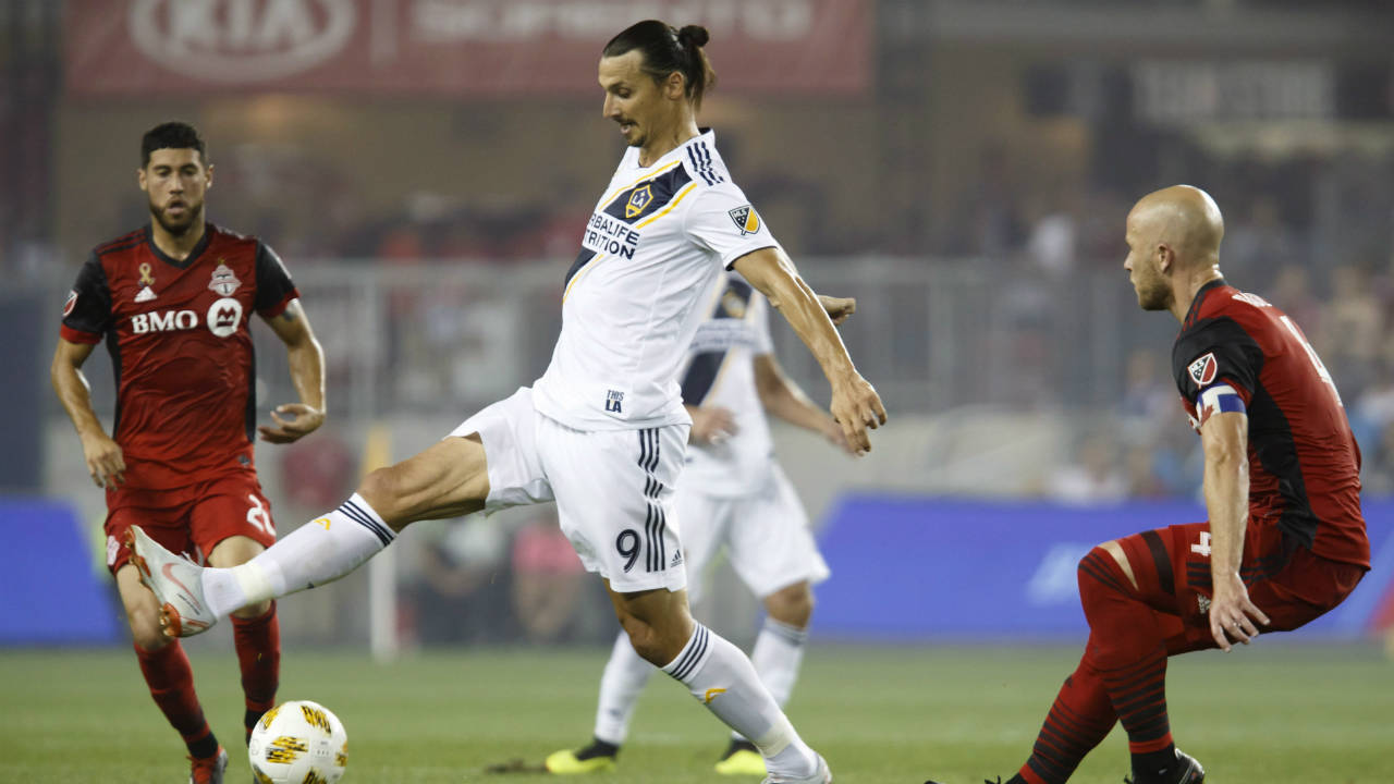 21460345fbd Toronto FC prevails over Galaxy, Ibrahimovic's stunning goal ...