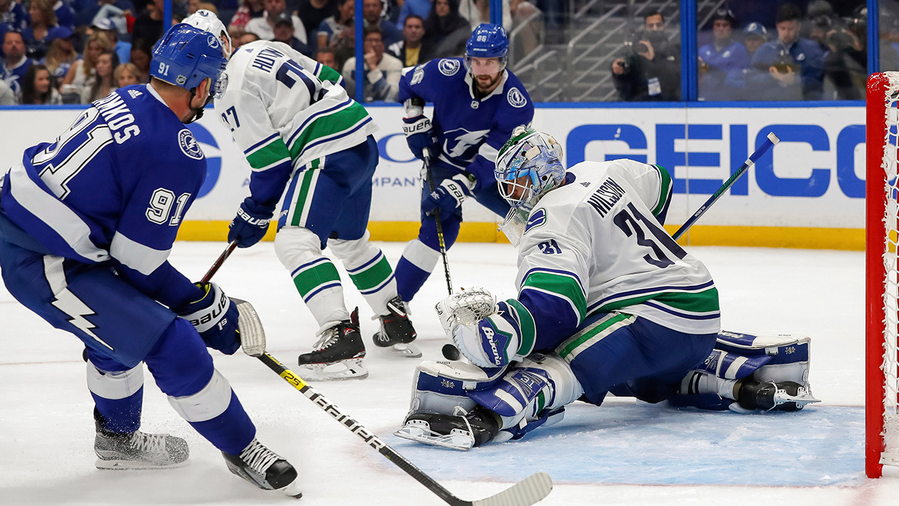 Spectacular Nilsson helps Canucks steal game vs. Lightning
