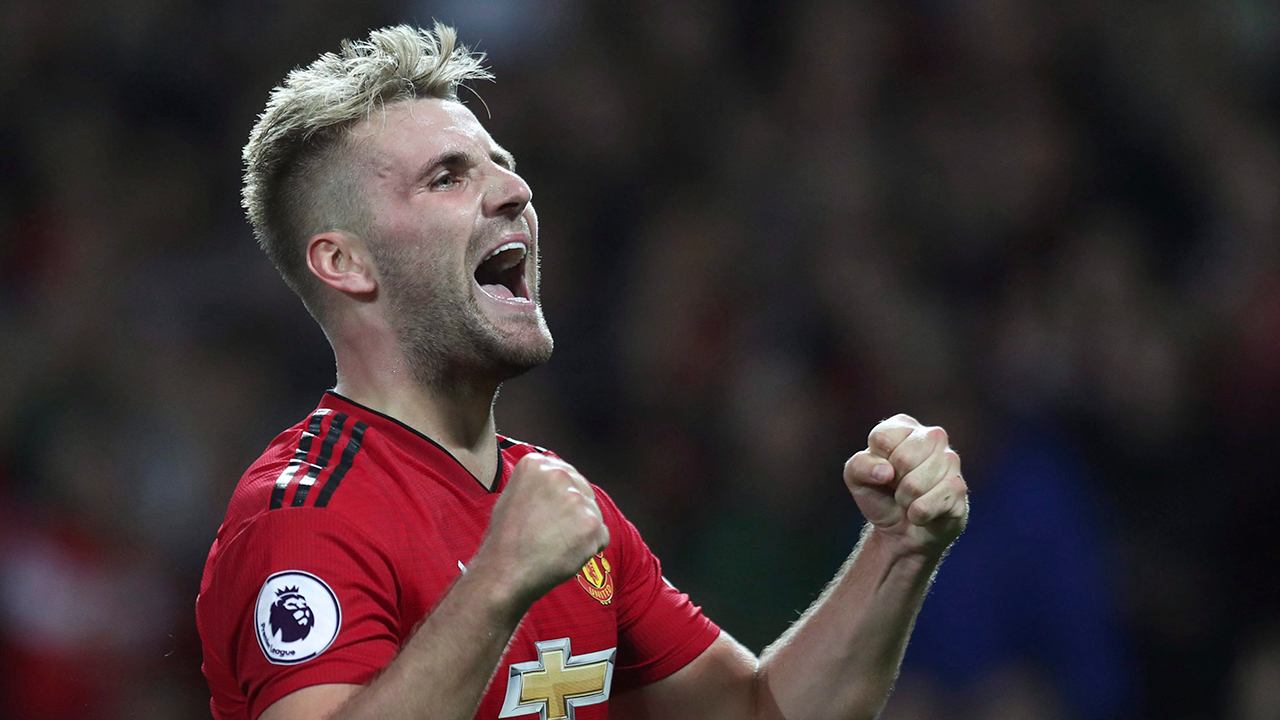 Luke Shaw signs contract extension with Manchester United