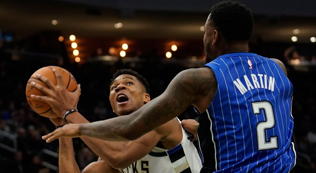 Antetokounmpo, Bucks stay undefeated after rout of Magic